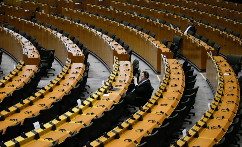 Ett tomt parlament (Foto av Aris Oikonomou / AFP)